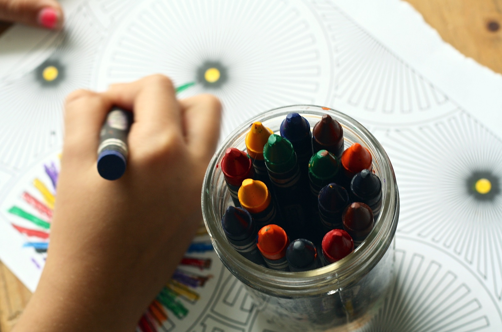 arts-and-crafts-child-close-up-color-159579